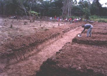 Construction de canaux expérimentaux dans le département du Beni.