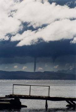 Le lac Titicaca sous la tempête.