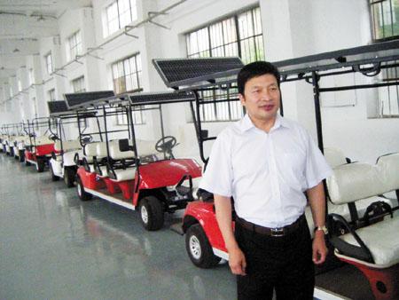 Xiong Xiaowei et ses véhicules solaires.
