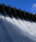 Chute d'eau de barrage. © kayakaya (Flickr.com)