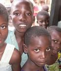 La LRA enlève des enfants africains pour en faire des soldats. ©1village (Flickr)