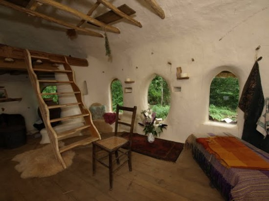 un anglais a construit sa maison pour 180 euros. Black Bedroom Furniture Sets. Home Design Ideas
