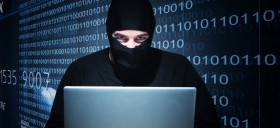 ordinateur-hacker-pirate-virus-live-streaming-illegal