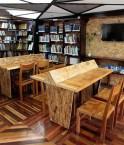 Bibliothèque en matériaux recyclés de Quito. © José Jácome (EFE)