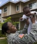 Soldat américain près de son logement Lend Lease. © Lend Lease