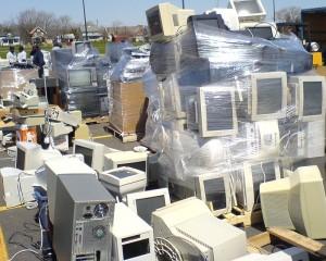 Amas de déchets électroniques.