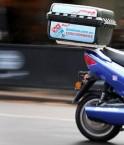 Scooter électrique et pizza. © Adam Smith (The Courier-Mail)