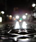 Bouche d'égout sur la route. © eblaser (Flickr.com)